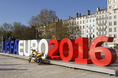 在Quai du罗讷的欧元2016标志 免版税库存图片