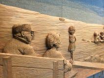 在Qualicum海滩, BC市中心的木被雕刻的壁画 库存照片