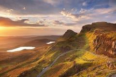 在Quiraing,斯凯岛,苏格兰小岛的日出  免版税库存图片
