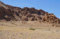 在Qumran高原的著名洞 图库摄影