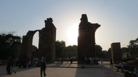 在Qutub Minar德里的废墟 免版税库存图片