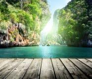 在railay海滩的岩石在Krabi 免版税库存照片