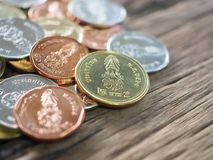 在Rama 10国王的木板的泰国新的硬币有财务的概念的,开户 库存图片