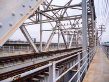 在Rama 6桥梁的老铁路横跨昭拍耶河 免版税图库摄影