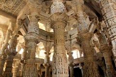 在Ranakpur的古老耆那教的寺庙 库存图片