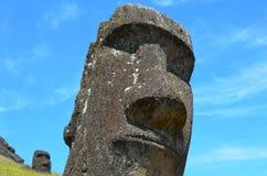 在Rano Raraku火山倾斜的Moais, Rapa Nui复活节岛 免版税图库摄影