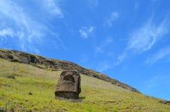 在Rano Raraku火山的Moais, Rapa Nui复活节岛 免版税库存图片