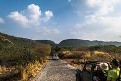 在Ranthambore国家公园,拉贾斯坦,印度的徒步旅行队旅游业 库存照片