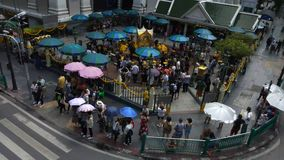 在Ratchaprasong交叉点的四面佛在曼谷,泰国 股票录像