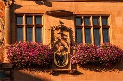 在Rathaus的主要城市时钟和门面在Heilbronn,德国 免版税库存照片