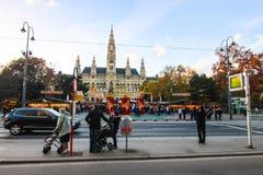 在Rathausplatz城镇厅或香港大会堂的圣诞节市场 免版税库存图片