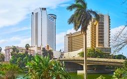 在Rawdah海岛,开罗,埃及上的现代大厦 免版税库存图片