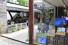在redtory创造性的庭院,广州,瓷里作白日梦商店 库存照片
