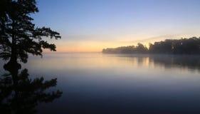 在Reelfoot湖的日出 免版税库存照片