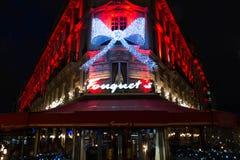 在resatuarant的Fouquets的圣诞节装饰,巴黎,法国 免版税图库摄影