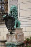 在Residenz 2前面的狮子雕象 库存图片
