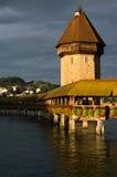 在Reuss河的教堂桥梁 免版税图库摄影