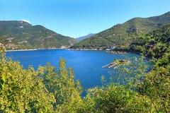 在Rhodopes山的Vacha水坝,保加利亚 图库摄影