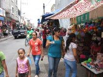 在Rioverde墨西哥的拥挤的街 免版税库存图片