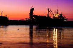 在Riprap工作的干货船 库存图片