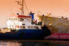 在Riprap工作的干货船 库存照片
