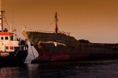 在Riprap工作的干货船 图库摄影