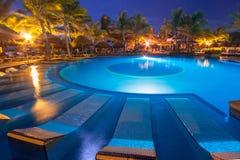 在RIU尤加坦旅馆手段的游泳池  库存照片