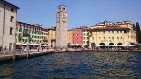 在Riva di加尔达的正方形 免版税库存照片