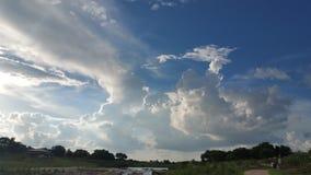 在Riverwalk的云彩 库存照片
