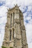 在Rivoli街道的52 m圣徒Jacques塔。 巴黎。 库存图片