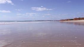 在Rocha Baixinha海滩的阿尔加威-莫拉镇海岸 海景timelapse 股票录像