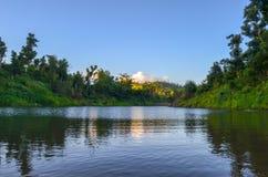 在Rokovuaka村庄,维提岛,斐济附近的河 库存照片