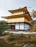 在Rokuon籍或Kinkaku籍金黄亭子的shariden是一个禅宗佛教徒寺庙在京都,日本 免版税库存图片