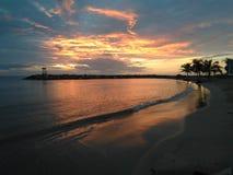 在Rompeolas海滩的日落在Aquadillia波多黎各美国 免版税库存照片