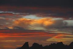 在Rooi Els,南Afric Craigs的非洲华美的日落  免版税库存图片