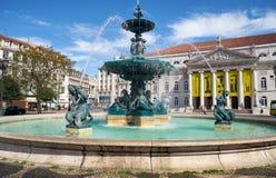 在Rossio广场的巴洛克式的样式古铜喷泉 里斯本 Portuga 免版税图库摄影