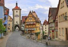 在Rothenburg ob der陶伯的中世纪老街道 免版税库存照片