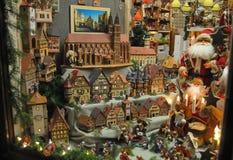在Rothenburg ob der陶伯的商店窗口在圣诞节期间 库存照片