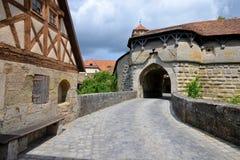 在Rothenburg ob der陶伯的Spital本营门在德国 图库摄影