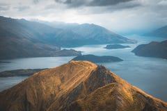 在Roys峰顶山顶,新西兰您有在瓦纳卡湖的一个惊人的看法 库存照片