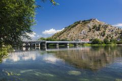 在Rozafa城堡的看法在布纳河在阿尔巴尼亚 库存图片