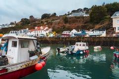 在Rozel港口,泽西,海峡群岛,英国,欧洲的小船 库存图片