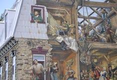 在Rue du从老魁北克市的Petit Champlain的壁画在加拿大 库存照片