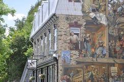 在Rue du从老魁北克市的Petit Champlain的壁画在加拿大 库存图片