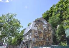在Rue du从老魁北克市的Petit Champlain的Fresque在加拿大 免版税库存图片