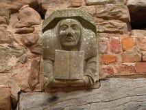 在Rufford修道院诺丁汉墙壁上的面貌古怪的人在舍伍德森林英国附近的 免版税库存图片