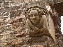 在Rufford修道院诺丁汉墙壁上的面貌古怪的人在舍伍德森林英国附近的 免版税图库摄影