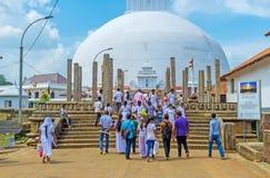 在Ruwanwelisaya Stupa的废墟 库存照片