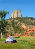 在s帐篷塔附近的野营的恶魔 库存图片