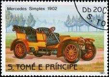 在S打印的邮票 大型书本e普林西比显示减速火箭的汽车默西迪丝单工的图象1902年发行 免版税库存照片